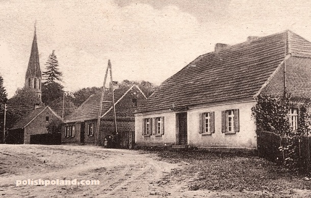 The main street through Danków (Tankow) with the church in the background, c.1918.